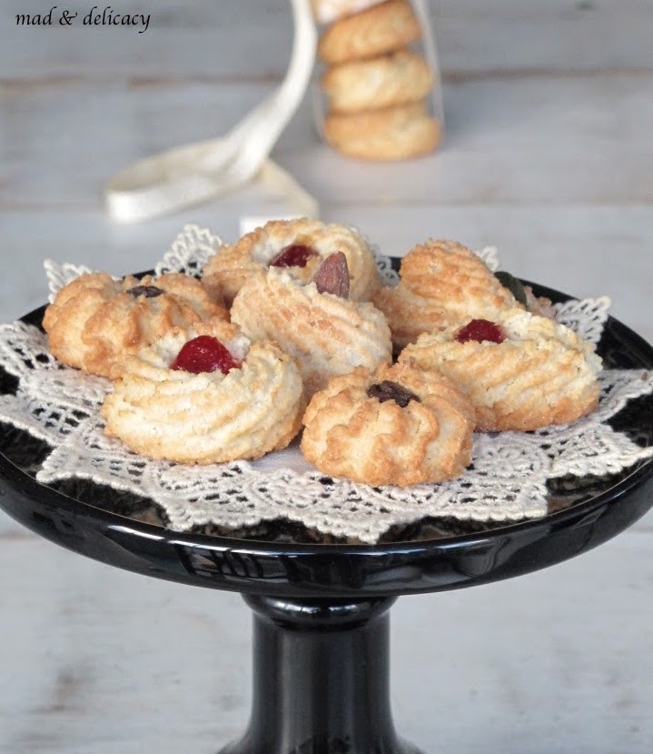 almond biscuits4.jpg