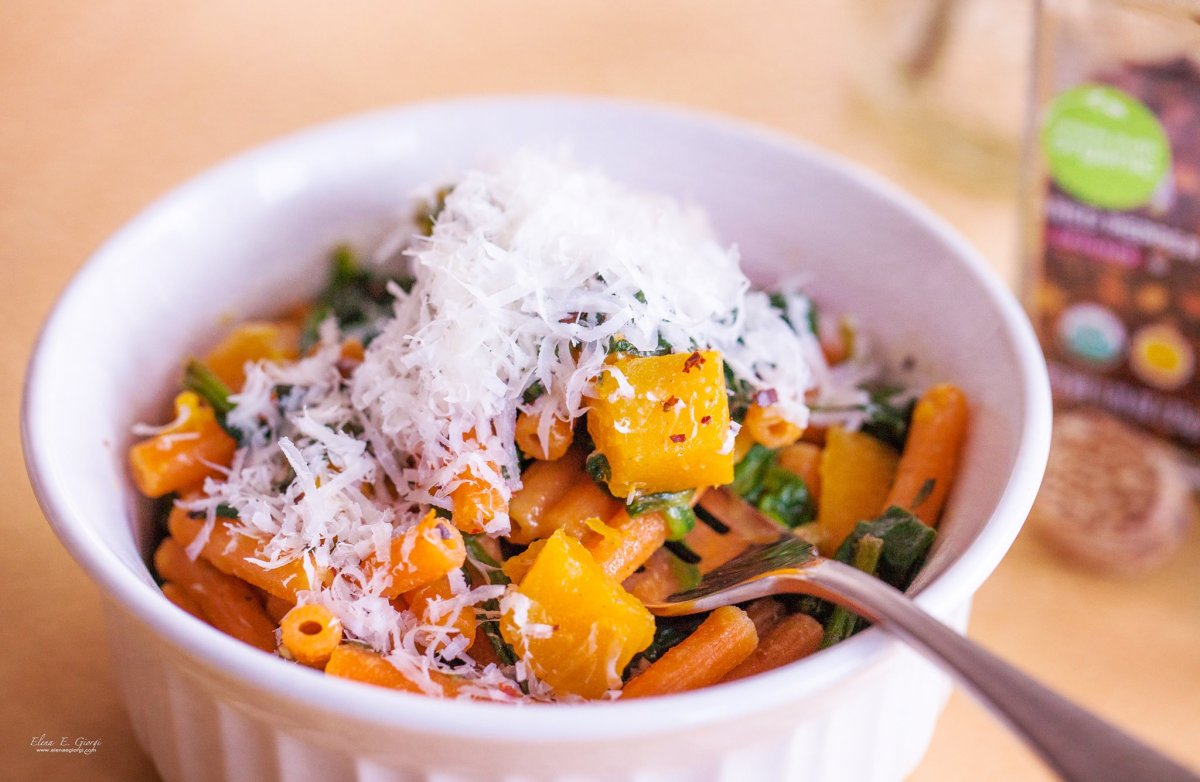Lentil pasta with spinach and pumpkin