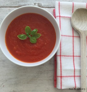 Homemade tomato puree sauce