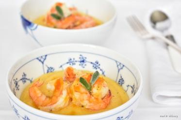 Creamy polenta with prawns