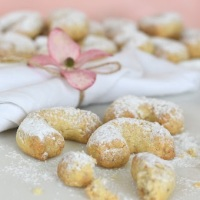 Grandma's Biscuits: Almonds Chiffeletti
