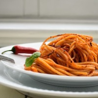Crispy Pan-Cooked Apulian Traditional Pasta: Spaghetti all'Assassina - Nero di Troia Red Wine